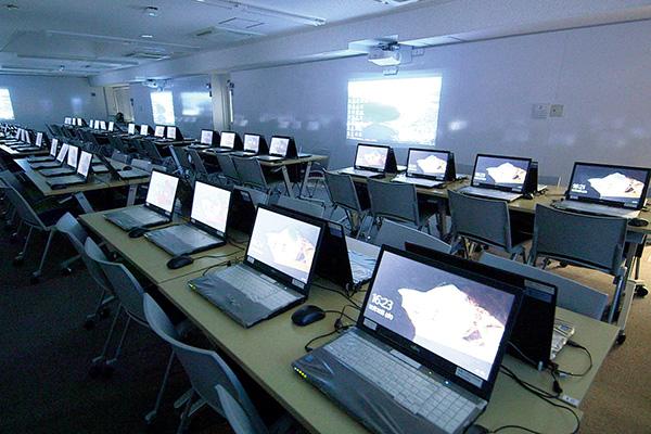 アクティブラーニングコンピュータルーム